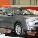 Mitsubishi Outlander SE 4DR 4X4 2014 vs Hyundai Santa Fe Sport 2.4L 4DR All-Wheel Drive 2014